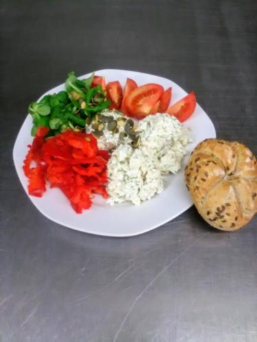 Květákový salát